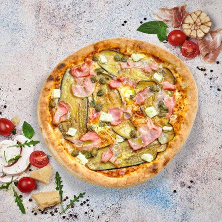 Піца з баклажаном, беконом і фетою